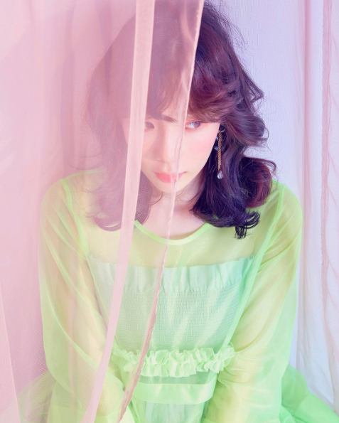 taeyeon, lagu taeyeon, review lagu taeyeon, lirik dan terjemahan make me love you taeyeon, taeyeon photoshoot, taeyeon my voice deluxe version, review mv make me love you taeyeon
