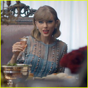 Taylor Swift dalam music video blank space