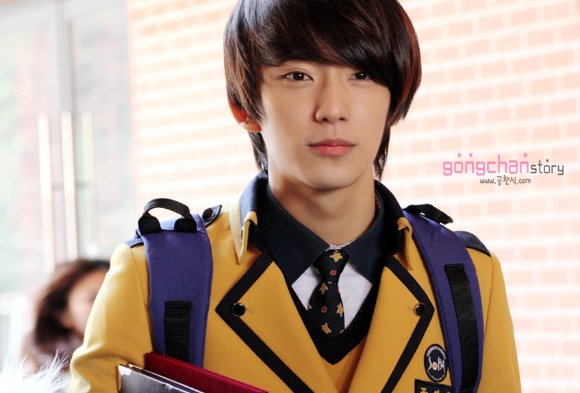 Gongchan graduation, gongchan uniform, SOPA, SOPA adalah, sma sopa di korea, School of Performing Arts